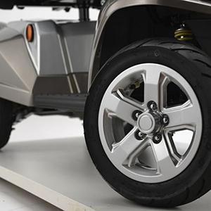 Stylish 13.5 Aalloy Wheels With Low Profile Pneumatic Tires